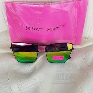 Betsy Johnson sunglasses black framed NWT